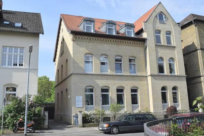 Haus und Eingang vom Anwaltsbüro Pawelstrasse